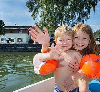 Hostel Zell am See Außen Kinder © Repolusk