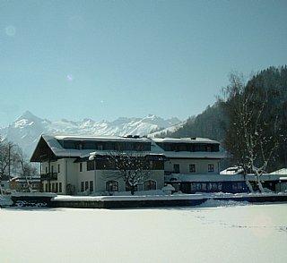Winteransicht vom See zur Jugendherberge © Hasenauer
